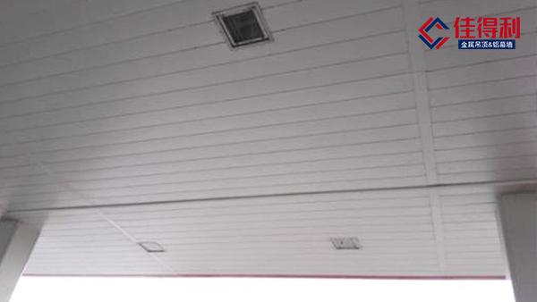 加油站顶棚用的铝条扣板和常规格的铝条扣有什么不一样