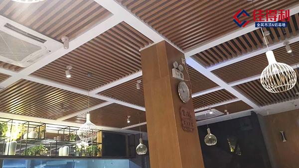 越来越多人选择使用铝方通装饰吊顶