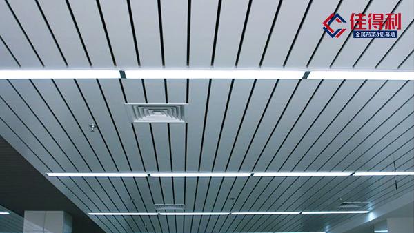铝条扣板吊顶天花如何装窗帘盒