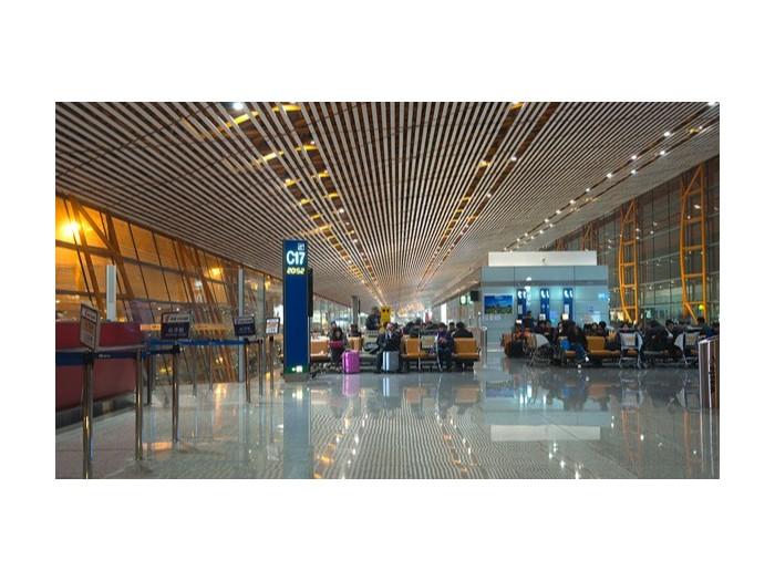 广东国际机场候机大厅使用佳得利提供的铝方通天花