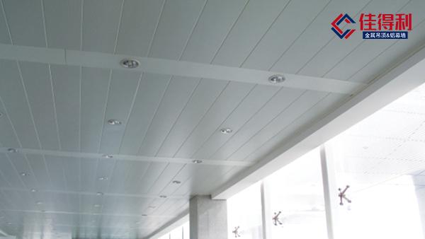 大型车站地铁都用的铝条扣板吊顶天花