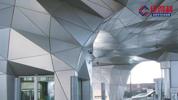 冲孔铝单板与雕花铝单板具体区别在哪?