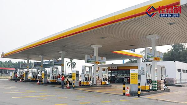 加油站采用高边防风条扣的优势