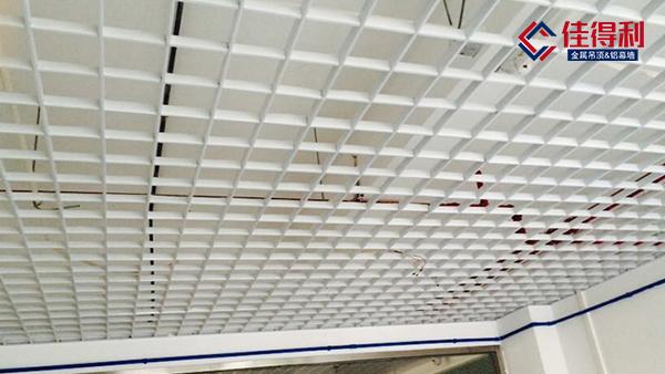 铝格栅吊顶厂家讲讲大型商场吊顶怎么装?