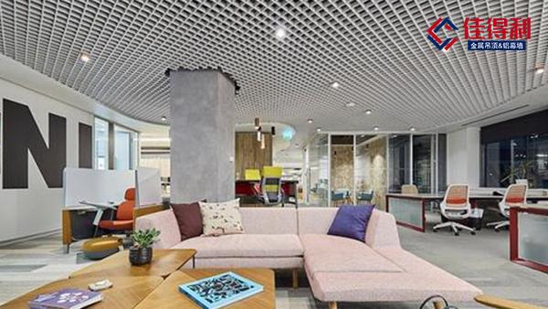 新中式风格引领学校幼儿园使用木纹铝格栅吊顶天花
