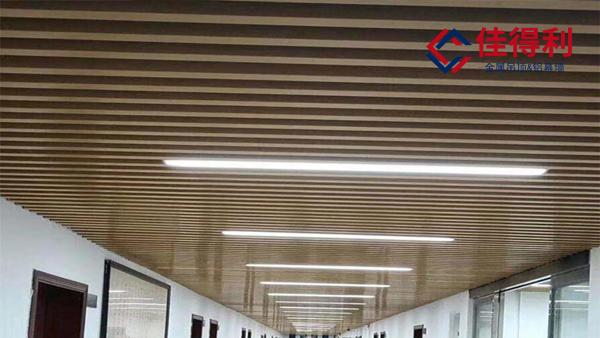 过道吊顶天花使用铝方通吊顶施工安装工期缩短10%时间的方法