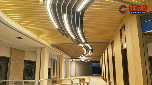 佳得利建材生产弧形木纹铝方管